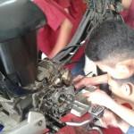 Praktik otomotif siswa MAN 2 Jakarta